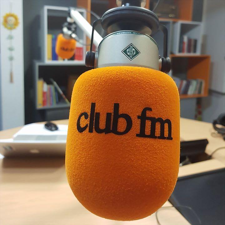 Logo 14) CLUB FM RADIO 100.4 MHz