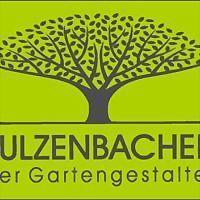 Logo 4) Im Garten